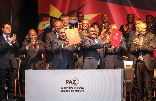 Mozambican President Filipe Nyusi (left) and Mozambican National Resistance leader Ossufo Momade display the cease-fire agreement they signed in Maputo on Aug. 6, 2019.
