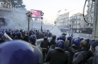 Algerian security forces clash with protesters in Algiers