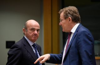 Spanish Economy Minister Luis de Guindos (L) talks with Belgian Finance Minister Johan Van Overtveldt during a meeting in Brussels on Feb. 20.