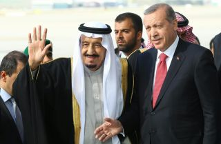 Turkey's President Recep Tayyip Erdogan (R) with Saudi King Salman.
