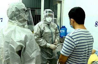 This photo shows patients who have tested positive for the COVID-19 virus in a Ho Chi Minh City hospital.