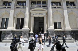 In 2015, Argentina Must Balance Between Deficit and Debt