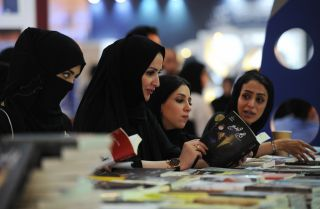 Saudi women reading in a bookstore