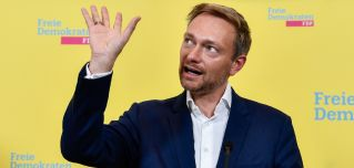 Free Democratic Party leader Christian Lindner backs a free-market economy in which the federal government doesn't get too involved.