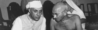 Jawaharlal Nehru (left) and Mohandas K. Gandhi talk at a committee meeting in Bombay.