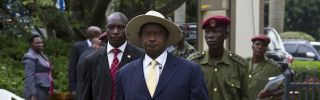 Uganda's President Yoweri Museveni (C) arrives at Munyonyo resort Hotel in Kampala on Nov. 30, to attend the 15th Ordinary Summit of the East African Community Heads of State.