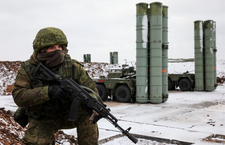 The S-400 Triumph surface-to-air missile systems, as an anti-aircraft military unit of the Russian Air Force and the Russian Southern Military District, enters combat duty in Crimea.