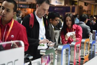Attendees examine the Huawei Honor 6 Plus and Honor P7 smartphones at the January 2015 Consumer Electronics Show.