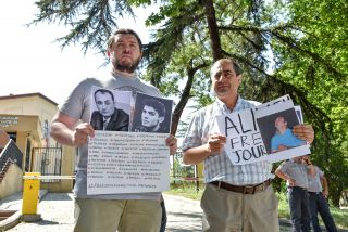 Danny Burns (L), coordinator for the International Reporters Freedom and Safety (IRFS) center in Tbilisi, stands next to Dashgin Aghalari, an Azerbaijani asylum seeker, at a protest in support of Mukhtarli and other political prisoners outside the Azerbaijani Embassy in Tbilisi.