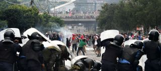 Supporters of Honduran presidential candidate Salvador Nasralla clash with soldiers and riot police in Tegucigalpa on Nov. 30, 2017.